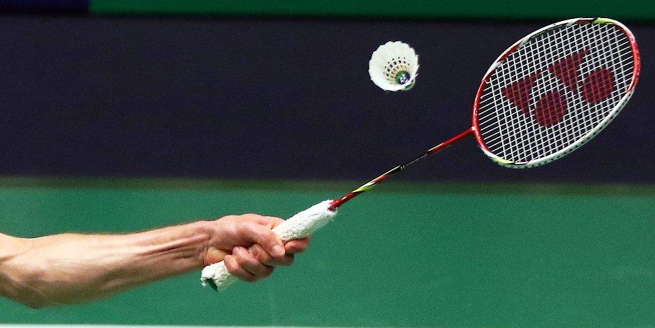 badminton-serv-2